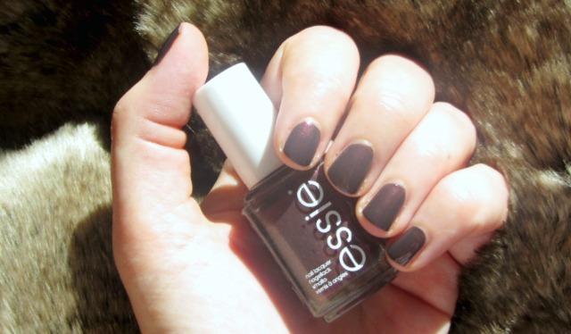 Autumn nails: Essie Sable Collar