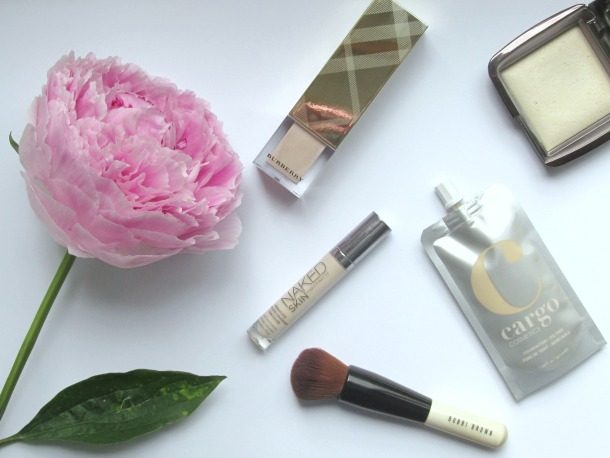 Summer Skin - UD Naked Skin Concealer, Buberry Light Glow, Hourglass Diffused Light Cargo foundation